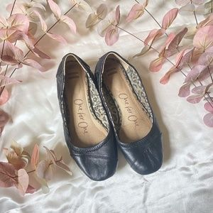 Toms Slip On Leather Flats 7.5
